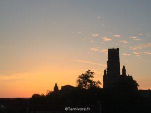 A l'aube l'ombre de la Cathédrale
